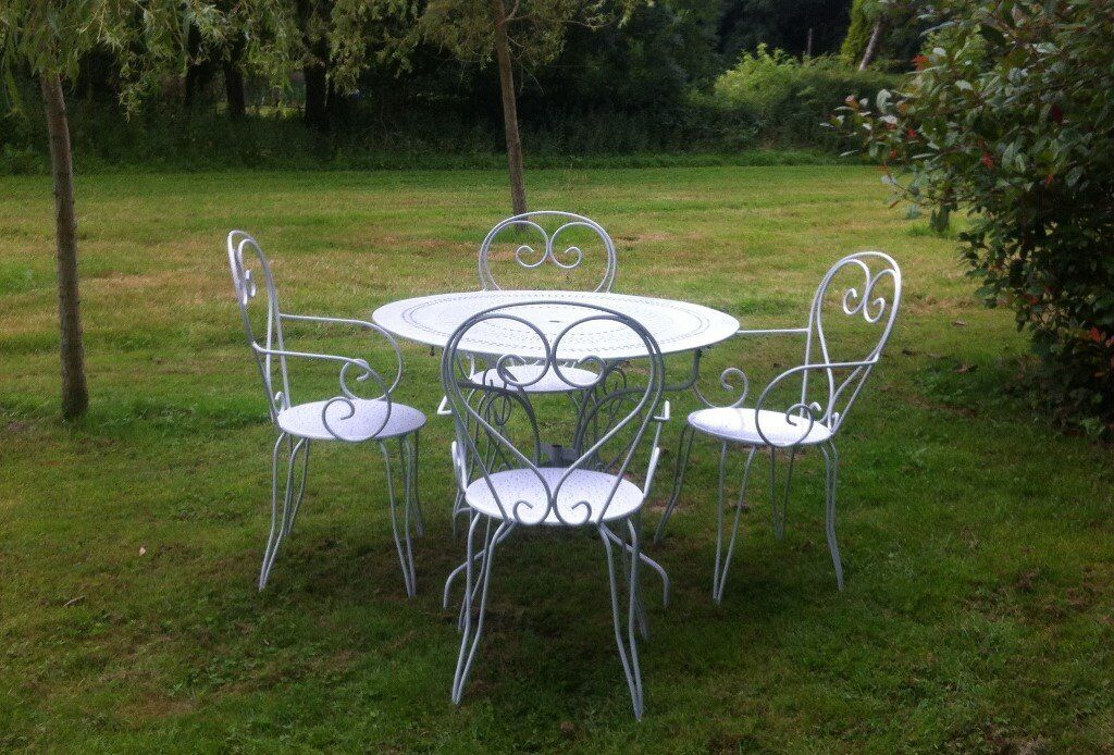 Vintage french refurbished beautiful cast iron shabby chic white metal garden table and 4 chairs French metal garden furniture