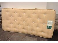 Single mattress , spotless , 900 pocket springs ,