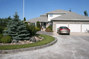 Beautiful rural estate close to the River Road for rent