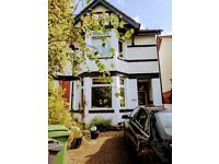 DOUBLE BED in ATTRACTIVE FURNISHED HOUSE for short term let.