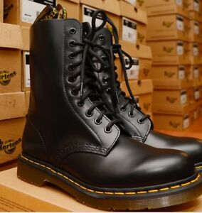 1490 black smooth dr.martens (10 hole) uk 7