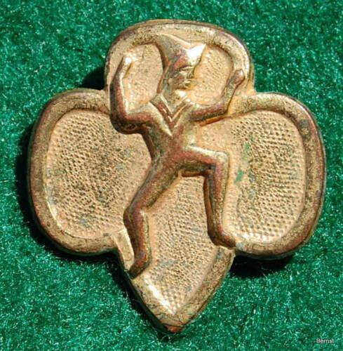 VINTAGE GIRL SCOUT  - WW II PRESSED METAL BROWNIE MEMBERSHIP PIN