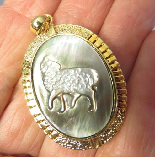 VINTAGE MOTHER OF PEARL ARIES RAM HAND CARVED CAMEO PENDANT GOLD TONED