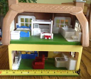 STEP 2 DOLLHOUSE WHIT SOUNDS MUSIC WHITH BUILT IN FURNITURE Gatineau Ottawa / Gatineau Area image 5
