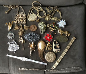 Vintage Lot of Costume Jewelry, 25 Pieces. Brooches, Necklace.