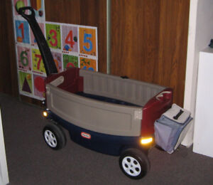 Little Tikes (Deluxe Ride And Relax Wagon)