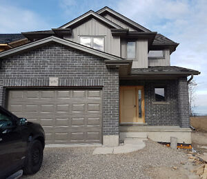 Fully Detached 3 bdr house for rent in woodstock August 1st