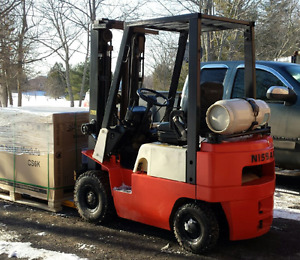 FORKLIFT RENTAL : Nissan 2000lbs 3-mast, propane with extensions