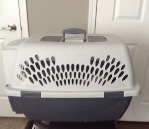 For sale: Pet kennel, size large