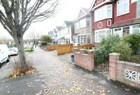 Available now 3 bed room house with garden wood ford green