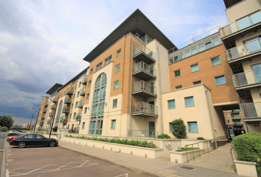 Very Large & Modern One Bedroom Available Located In Royal Arsenal