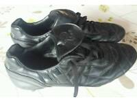 Adult size 11 football boots