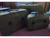 Set of 3 Carlton soft suitcases with wheels for 2 and straps to pull-Free
