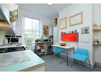 Beautifully decorated 2 bedroom apartment in sought after location off of Stoke Newington Church St*