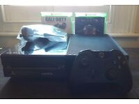 Mint Condition Xbox One 500gb with Halo and CoD Advanced Warfare
