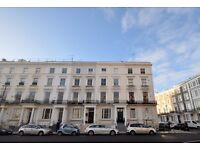 BEDSIT FLAT WITH SHARED SHOWER ROOM, NOTTING HILL, KENSINGTON PARK ROAD, CLOSE TO TRANSPORT