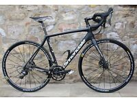 UPGRADED 2017 CANNONDALE SYNAPSE CARBON ULTEGRA DISC ROAD RACING BIKE. SUPERB CONDITION. COST £3000