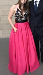 Stunning ball gown style grad dress Size 4