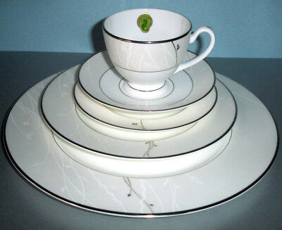 Waterford Fine China LISETTE 5 Piece Place Setting New In -