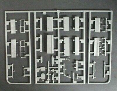 DRAGON 1/35 Scale Sd.Kfz.251/17 w/2cm Flak Parts Tree B from Kit No. 6292