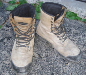Used Terra Leather Safety Shoes, size 8.5
