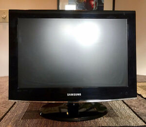 "Samsung 19"" flat screen tv and remote"