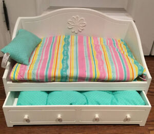 American Girl Dreamy Day Bed 70$