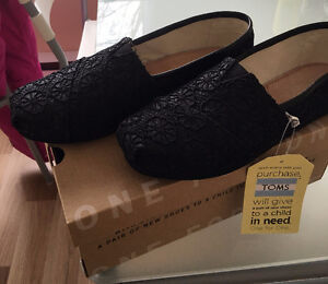 NEW TOMS BLACK CROCHET SHOES W 6.5/Youth 4.5