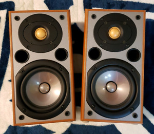 REAL NICE NS-90 YAMAHA BOOKSHELF SPEAKERS WITH ORIGINAL BOX