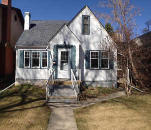 Large Upstairs Bedroom Close to Whyte Ave, LRT and UofA