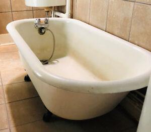 Antique Clawfoot Tub Free!