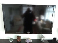 SAMSUNG 46 INCH LCD TV & WALL BRACKET PRISTINE CONDITION