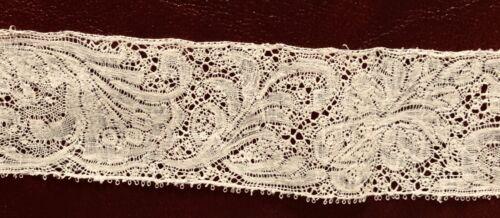 Short length of Bizarre silk Binche bobbin lace edging, early 1700s