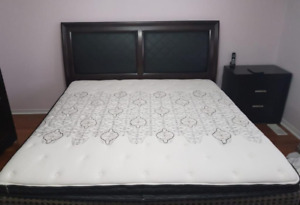 Sealy Posturpedic King Mattress + protector-very good condition