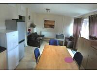 Single room with a shower in flat with Garden and large kitchen