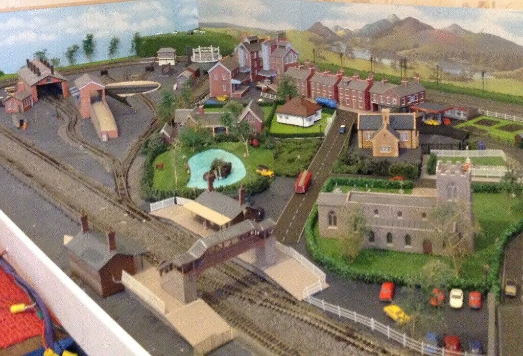 N-Gauge Railway layout. 6' x 3'