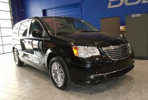 2016 Chrysler Town & Country TOURING W/ LEATHER, DVD, NAV, SUNRO