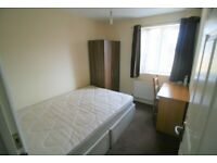 30 seconds to Shadwell DLR, cosy cheap double room