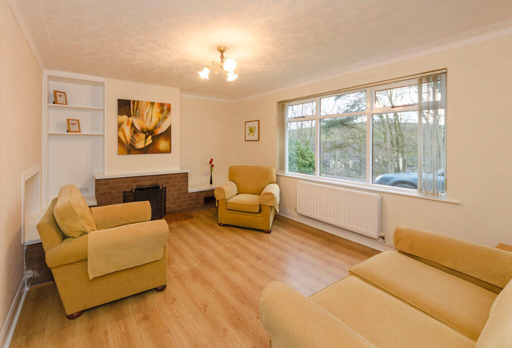 Lovely clean 3 bedroom furnished semi-detached house with garage Ballynahinch