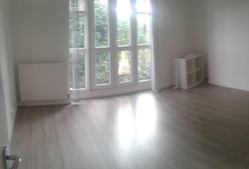2 bedroom house in Eastcombe Avenue, London, SE7 (2 bed
