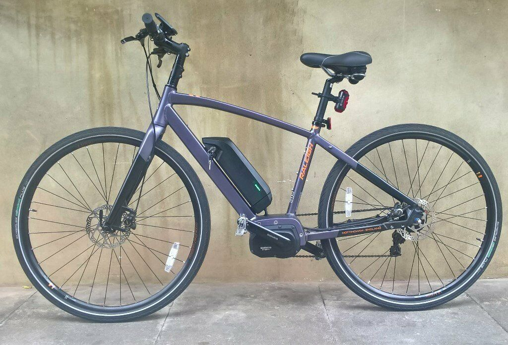 immaculate 2017 battery powered raleigh strada hybrid road. Black Bedroom Furniture Sets. Home Design Ideas