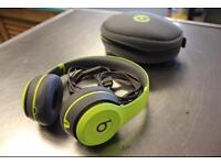 Beats Solo2 Wireless headphone in Shock yellow