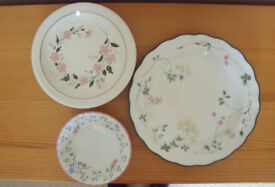 Royal Doulton 'Southdown' dinner plate; Johnson Brothers 'Summer Chintz' bowl & 5 other tea plates.