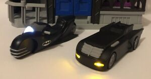 DC BATMAN ANIMATED SERIES BATMOBILE and BATCYCLE TAS Two-Pack Legacy Series