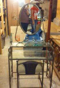 Maquilleuse ave miroir/make-up table with mirror
