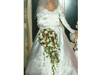 Benjamin Roberts Long Sleeved Vintage Wedding Dress Size 16.