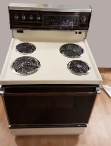 Admiral 4 Element stove and oven. Self-Cleaning