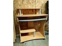 Compact computer desk in wood effect with silver details, Pull out work shelf