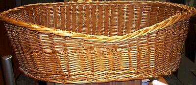 ..Hundekorb. aus Weide hergestellt in Cognac-Farbe Neuwertig