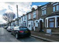 1 bedroom flat in Belgrave Road, London, E13 (1 bed) (#993754)